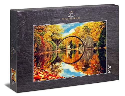 Ulmer Puzzleschmiede - Puzzle Bosque de Cuento de Hadas - Puzzle de 1000 Piezas - Rakotzbrücke Kromlau en Alemania con un Reflejo Lago
