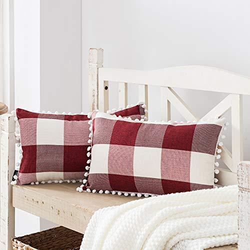 Weihnachtsdekoration für Zuhause, 2 Stück, Bauernhaus-Büffel-Karo-Kissenbezüge, 30,5 x 50,8 cm, Rot und Weiß kariert mit Pom Pom verziert, für Couch, Sofa, Weihnachtsdekoration