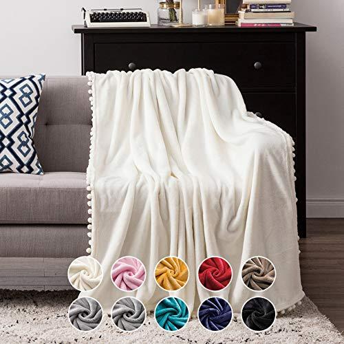 MIULEE Kuscheldecke Fleecedecke Flanell Decke Mit Pompoms Einfarbig Wohndecken Couchdecke Flauschig Überwurf Mikrofaser Tagesdecke Sofadecke Blanket Für Bett Sofa Schlafzimmer Büro 125x150 cm Weiß