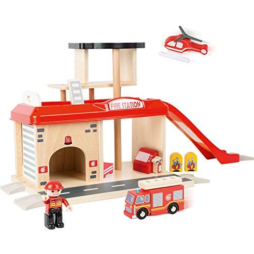 small foot 10900 Feuerwache mit Zubehör, darunter EIN Feuerwehrauto, Feuerwehrmann und EIN Hubschrauber, ab 3 Jahren Eisenbahnzubehör, Mehrfarbig