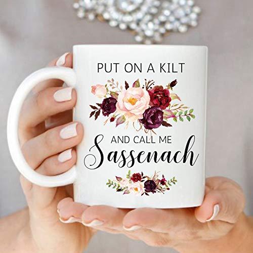 Mike21Browne Ziehen Sie einen Kilt an und rufen Sie Mich an Sassenach Outlander Kaffeetasse Sassenach Tassen Highlander Fan Mug Floral Scottish Mug Jamie und Claire Geschenk