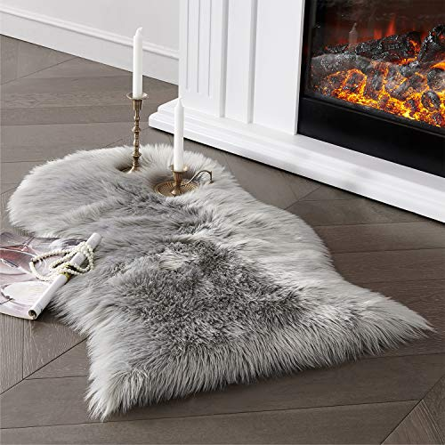 Soft Faux Sheepskin Fur Area Rug Grey Fur Chair Cover Seat Pad Fuzzy Area Rug for Bedroom Floor Sofa Living Room 2x3 Feet SERISSA (Light Grey)