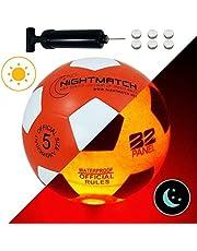 NIGHTMATCH Balón de Fútbol Ilumina Incl. Bomba de balón - LED Interior se Enciende Cuando se patea – Brilla en la Oscuridad - Tamaño 5 - Tamaño y Peso Oficial Naranja/Blanco