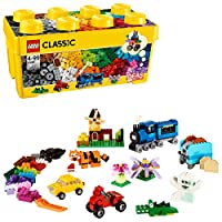 Contient une large gamme de briques LEGO de 35 couleurs différentes Comprend 18 pneus et 18 jantes ainsi qu'une plaque de base verte Les éléments spéciaux comprennent une plaque de base de 8 x 16 cm, une fenêtre avec cadre et 3 paires d'yeux Tous les...