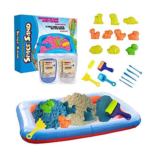 Leo & Emma Space Sand 1.8kg Juego de Arena Magia Dinosaurios 20 pcs. 10 moldes con Animales, Pala, Herramienta de Modelado, Caja de Arena - Nuevo Modelo Probado por TÜV (0.9kg Azul y 0.9kg Blanco)