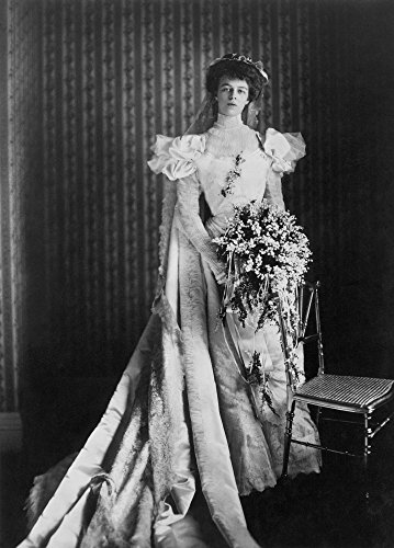 The Poster Corp Anna Eleanor Roosevelt/N(1884-1962). Wife of Franklin Delano Roosevelt. Photographed Wearing Her Heavy Satin Wedding Gown In 1905. Kunstdruck (45,72 x 60,96 cm)