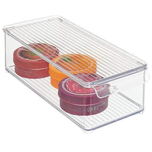 mDesign Caja de almacenaje con tapa – Cajas apilables con asa para ordenar productos de baño – Organizador para baño, ideal para toallas o cosméticos – transparente