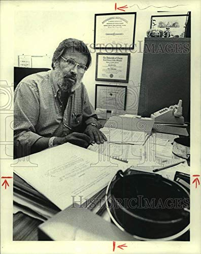 Historic Images -1980 Press Photo Dr. Michael Tristan, Baylor College of Medicine, in Office