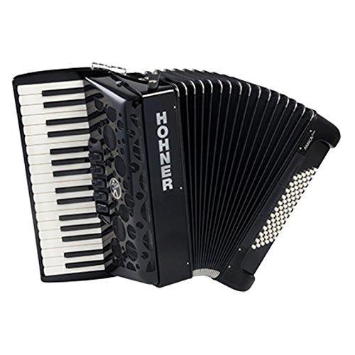 Hohner Amica III 72 Akkordeon (72 Standardbässe, 3 Standardbassregister, 4 Standardbass Chöre, 3 Chöre, 34 Pianotasten, 5 Klangfarben, 5 Register Inkl. Trageriemen und Gigbag) schwarz