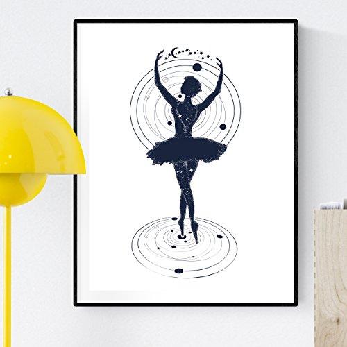 """Lámina para enmarcar """"BAILARINA"""". Poster con imagen BAILANDO CON EL COSMOS. Poster estilo nórdico. Lámina impresa en y tintas resistentes. Tamaño A3. Producto de diseño."""