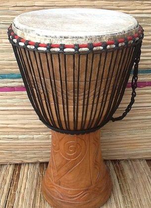 African Musical Instruments Afrikanische Djembe-Trommel mit 3 kleinen Instrumenten, Kopf 33 cm, Höhe 65 cm