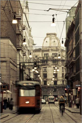 Poster 20 x 30 cm: Tram on a Street in Milan di Panoramic Images - Stampa Artistica Professionale, Nuovo Poster Artistico