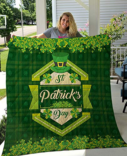 St Patricks Frame and Leprechaun Hat All Season Quilts Comforters Supper King / Queen / Twin Size - Best Decorative for Bed, Couch, Sofa, Chair, Swing, Daybed, Home Decor