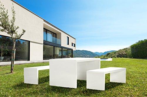 Mesa y 2 bancos – Conjunto de muebles de hormigón polimérico.