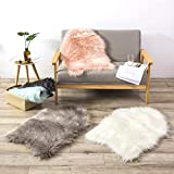 Teppich Wölkchen Lammfell-Teppich Kunstfell Schaffell Imitat | Schlafzimmer Wohnzimmer Kinderzimmer | Als Matte für Stuhl Sofa oder Faux Bett-Vorleger (Weiss - 55 x 80 cm) - 4