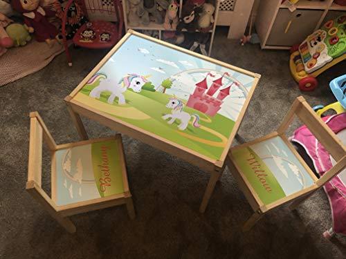 MakeThisMine - Mesa infantil personalizable y 4 sillas de madera con nombre grabado Ikea, unicornio pastel, unicornio de cuento de hadas, color rosa, escritorio de juego para niños y niñas, amigos