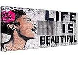 Wallfillers, stampa su tela nera, bianca e rosa con opera 'Life...