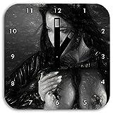 Stil.Zeit Frau mit nackten Brüsten Kohle Effekt, Wanduhr Quadratisch Durchmesser 28cm mit schwarzen eckigen Zeigern und Ziffernblatt