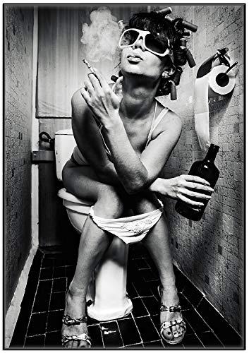 Wallario Wandbild Kloparty - Sexy Frau auf Toilette mit Zigarette und Schnaps in Premiumqualität mit schwarzem Rahmen, Größe: 70 x 100 cm