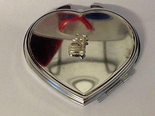 Spuit En Potion Medicine En Naald 1,1 cm X 1,5 cm TG326 Gemaakt van Engels Tinnen op een Hartvorm Compacte Spiegel Chrome geplaatst door ons geschenken voor alle 2016 van DERBYSHIRE Verenigd Koninkrijk...