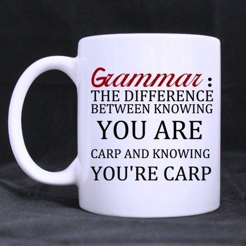 27091 Taza de café 11 oz Blanco Cerámica Divertido Regalo Cumpleaños Oficina Humor Citas gramática y libra; & ordm; la diferencia entre saber que eres carpa y saber que eres carpa Vino