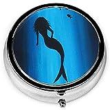 Mermaid Art - Vitrina médica portátil, caja redonda de píldoras, organizador de cajas de píldoras de bolsillo con 3 compartimentos