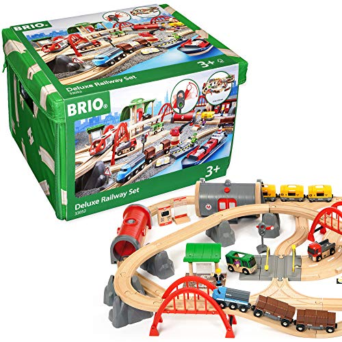 BRIO Bahn 33052 - Straßen & Schienen Bahn Set Deluxe