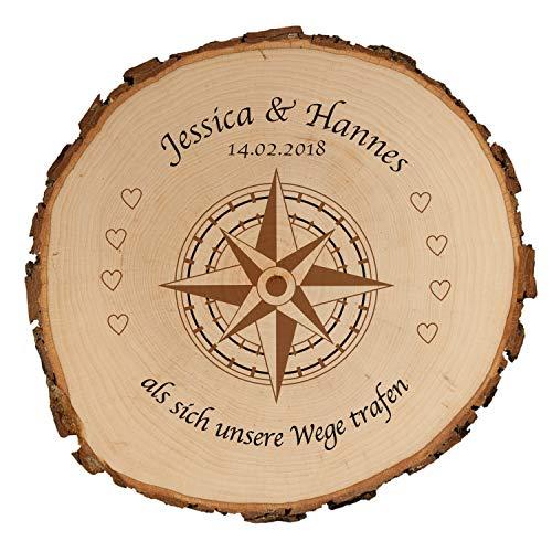 Baumscheibe - Kompass mit Personalisierung (Als Sich unsere Wege trafen, 25 cm): personalisierte Holzscheibe mit Namen + Datum – Echtholz Wanddeko + Rinde – persönliche Hochzeitsgeschenke Brautpaar