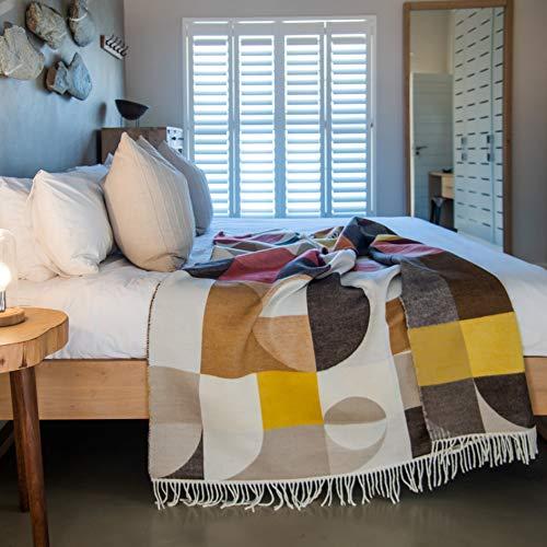 LILENO HOME Plaid Decke als Kuscheldecke u. Sofadecke 150x200 cm - Flauschige Tagesdecke für Couch - Bella Vita Bauhaus Cocoa-Cinnabar - 100% Super Soft Acryl
