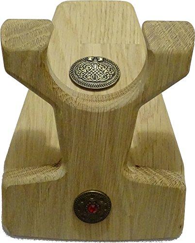 Trinkhornständer Bürger, zerlegbar, aus Eiche Natur unbehandelt, mit dem Löwenamulett auf dem Fuß und Amulett Freya auf dem Steher, Link zum Video: https://www.YouTube.com/Watch?v=GM3USkr3os4