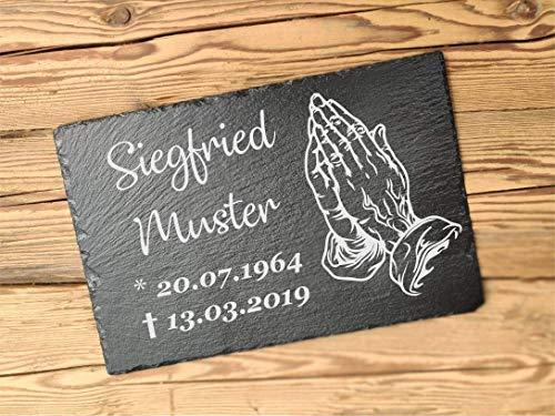 Gedenktafel personalisiert aus Schiefer | Gedenkstein für Gräber | Grabstein 30 x 20 cm | Schieferplatte mit Gravur von Namen und Datum | Motiv beetende Hände