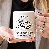 Taza de regalo con texto en inglés 'Here's to Strong Women', color blanco