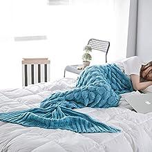 LYLIN Manta de Cola de Sirena, Ganchillo Sofá Cola de Pescado Sirena Mantas Saco de Dormir, cálido sofá Cama Sala de Estar Manta para Mujeres Niña Señora Regalo 200 x 90cm (Azul)