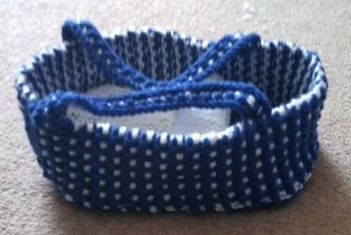 Knitted Dolly Carry Cot. ssk pattern