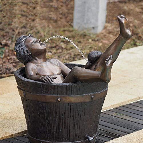 Gartentraum Badender Junge im Eimer als Wasserspeier - Junge in Eimer
