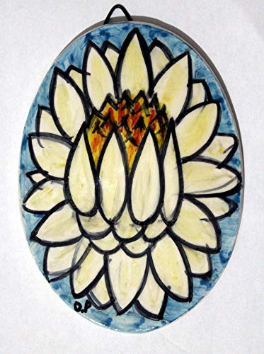 Seerose-ovale Keramikfliese, handgefertigte Abmessungen cm 10,6 x 14,6 cm,Bereiten Sie vor, um an der Wand zu hängen Hergestellt in Italien in Toskana, Lucca Geschaffen durch Davide Pacini
