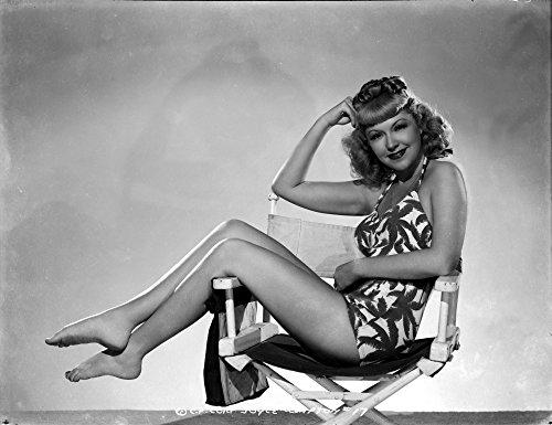 Celebrity Photos Joyce Compton Sitting on a Beach Chair Wearing a One Piece Bikini in a Classic Portrait Photo Print (76,20 x 60,96 cm)