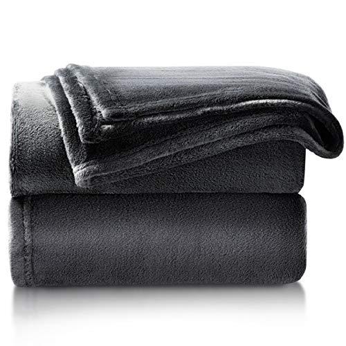 Bedsure Kuscheldecke Schwarz Flauschige Decke, extra weich& warm Wohndecke in Wohnzimmer, 150x200 cm Flanell Fleecedecke, Falten beständig/Anti-verfärben als Sofadecke oder Bettüberwurf, Anthrazit