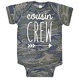 Cousin Crew Arrow Tシャツとボディースーツ 赤ちゃんと幼児用 男の子と女の子 楽しい家族服 US サイズ: 18 Months
