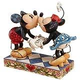 ディズニー トラディション Enesco Disney Traditions 置物 フィギュア ミッキー&ミニー キッシング Mickey and Minnie Mouse Kissing 【並行輸入品】