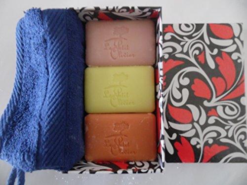 Coffret cadeau : savon de la Provence et la France avec gant de toilette dans boîte cadeau décorative, de Le Petit Olivier : Savon à la verveine et au citron, veichen/citron Savon et savon à la rose, Savon de la Provence + Rose de Le Petit Marseillais – Fleur d 'Oranger, Orange, Poids derseifen : Savon 3 x 100 gr.