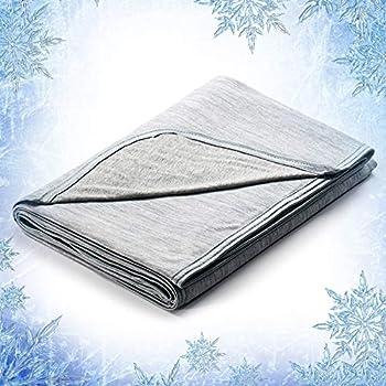 Elegear Hypoallergic, Machine Washable Cooling Throw Blanket