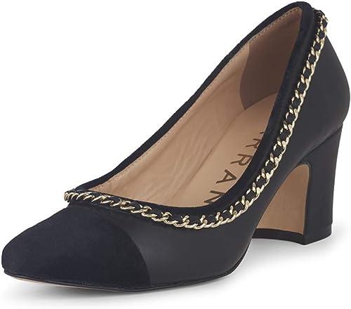 zapatos negros con Detalle de Pelo y Cadena Dorada