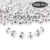 Kurtzy Alphabet Buchstaben Spacer Perlen (1000 Stück) - 6x6mm Plastik Weiß Würfel Zwischenperlen - A-Z Würfel Perlen für Armbänder Auffädeln, Halsketten, Schlüsselanhänger, DIY und Kinderschmuck