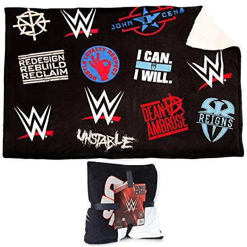 WWE Fleece Deken | Officiële WWE Merchandise | Super Soft Gooi Deken, Omkeerbare Zwarte Sherpa Deken Met Witte Pluizige Fleece En WWE Logo, Slogans En John Cena Riem Ontwerp