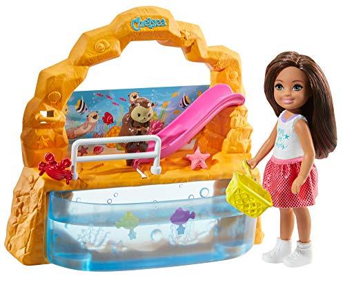 Barbie GHV75 - Club Chelsea Aquarium Spielset mit Puppe (brünett) und Zubehör, Spielzeug ab 3 Jahren