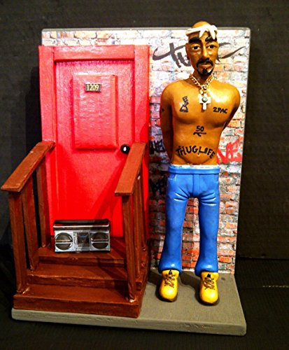 Figurita - Action Figures - Tupac Shakur - 2PAC con DIORAMA gueto de East Harlem