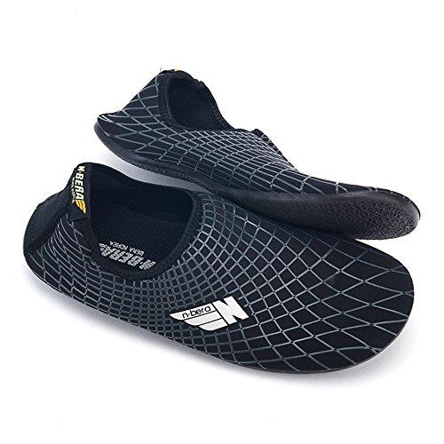 Entucesta Zapatillas acuáticas Multiuso Ideal para Piscinas, Playas, saunas, Parques de Agua, Incluso para usarlas en casa. Protege Tus pies de Hongos, Virus y bacterias. (S (EU 36-36,5), Negro)