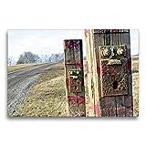 Toile textile de qualité supérieure - 75 cm x 50 cm - Paysage - Deux piquets de clôture étonnants sur le bord de la route - Image sur châssis - Impression sur toile véritable - Calvendo Fun