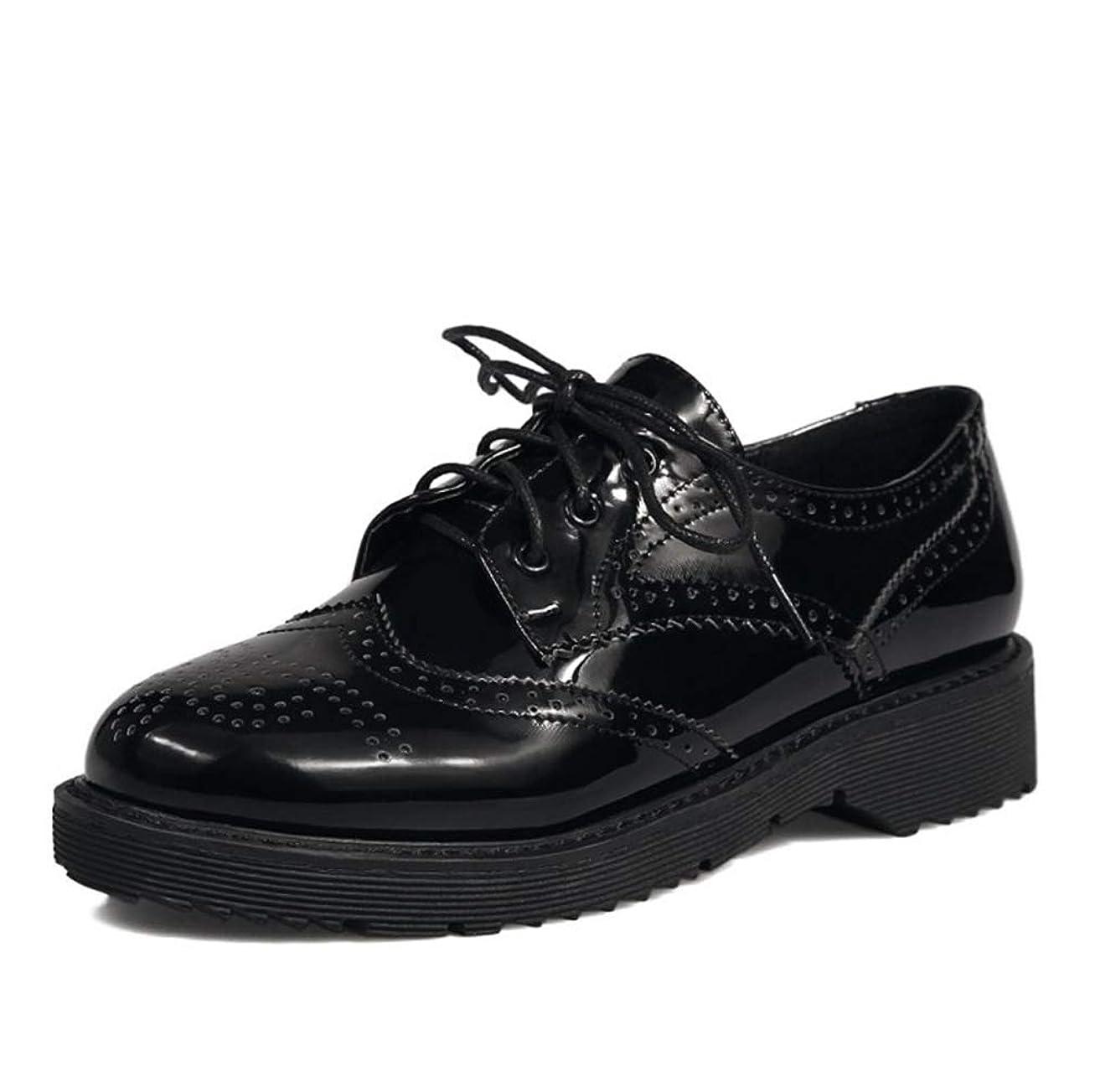 頬好み膜[THLD] オックスフォードシューズ レディース ウィングチップ フラットシューズ おじ靴 厚底 22cm ~ 26.5cm 歩きやすい エナメル 婦人靴 黒 ブラック レッド 赤 3ボール パンチング ローヒール 3.5cm 紐靴 通勤 通学 大きいサイズ